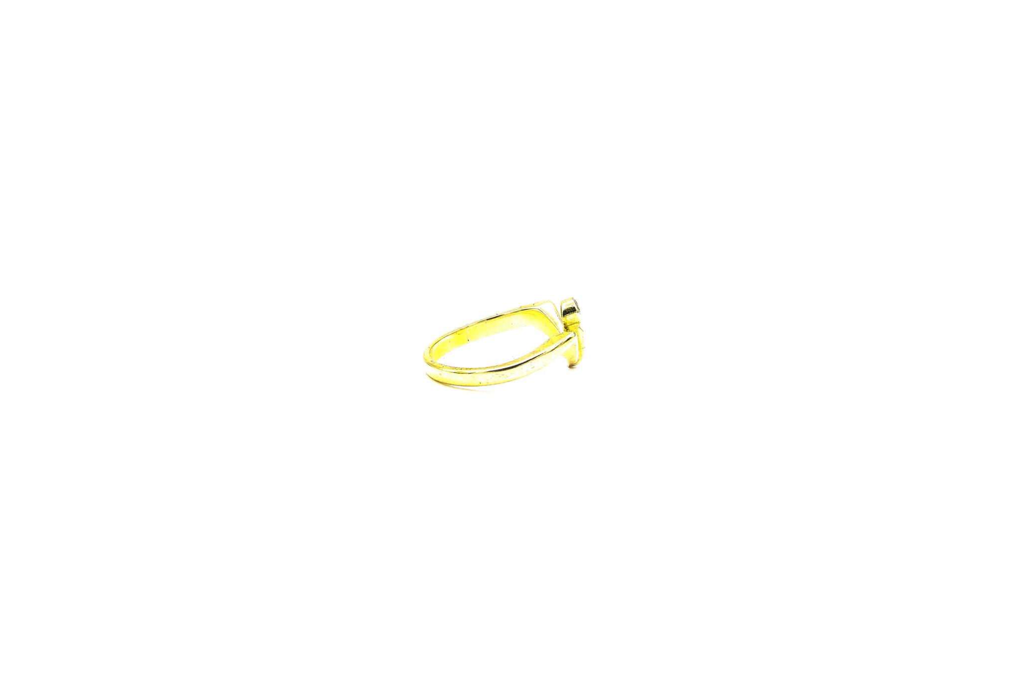 Ring met v-vorm en diamant-4