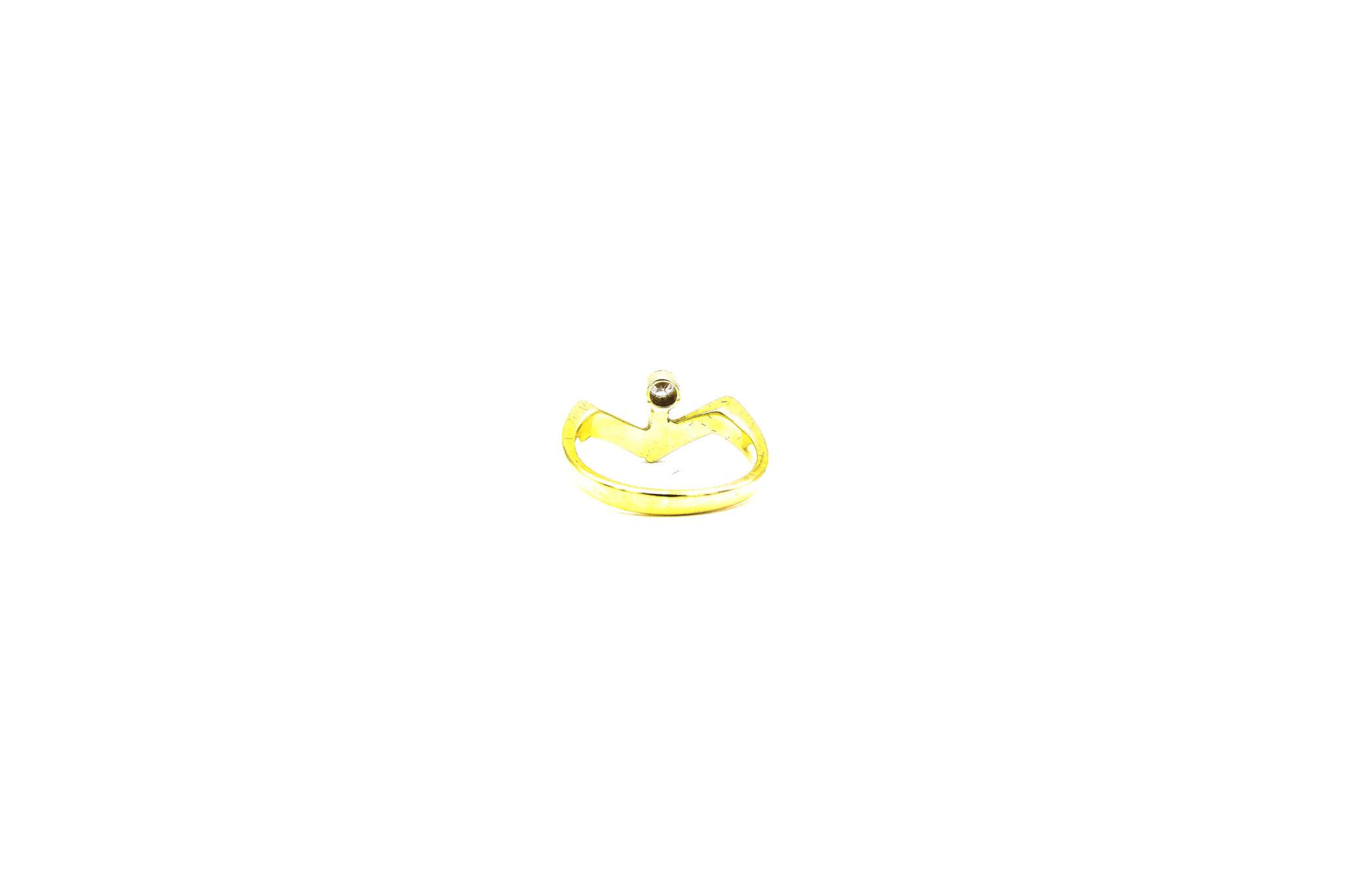 Ring met v-vorm en diamant-5