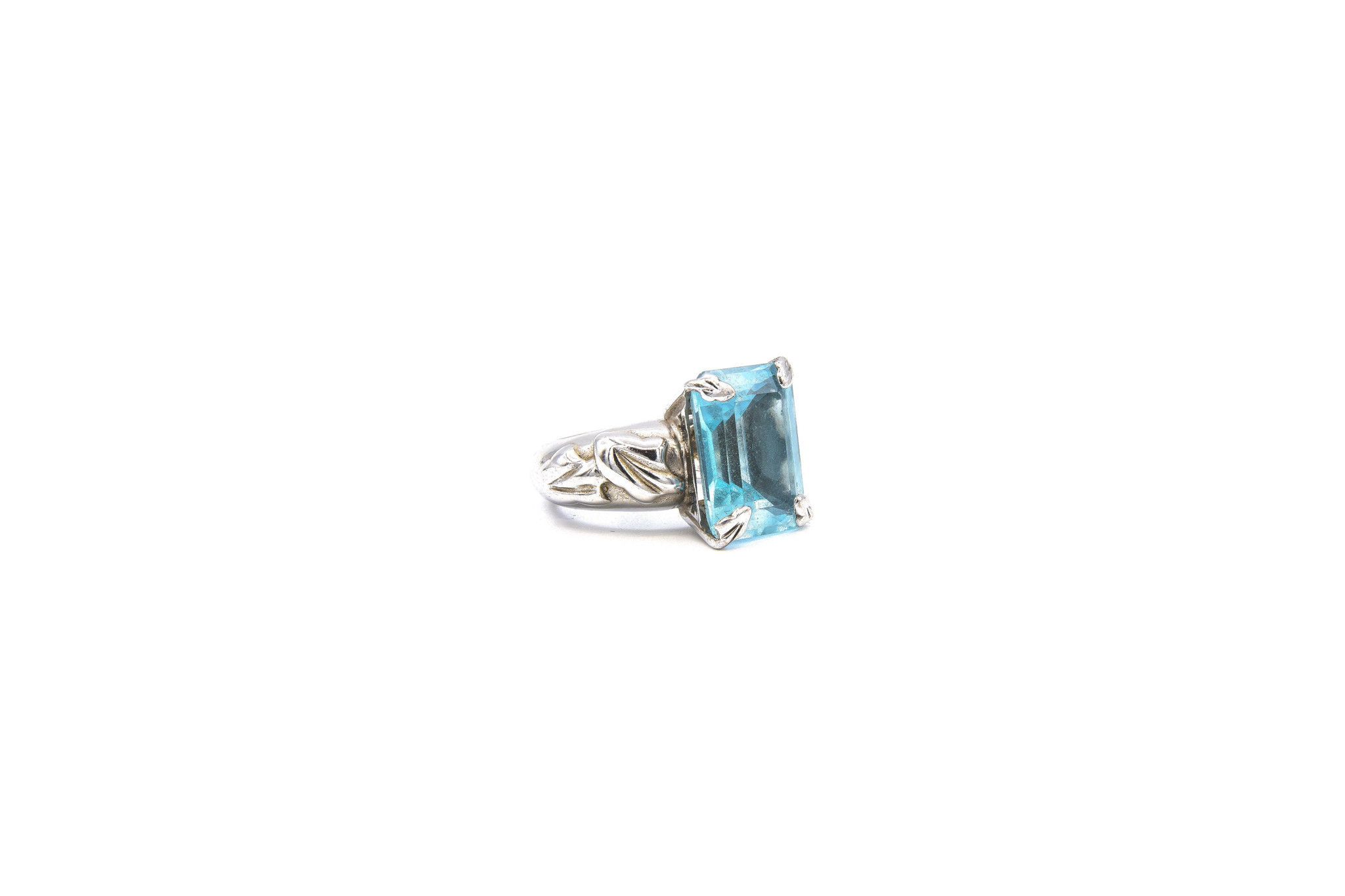 Ring met lichtblauwe steen witgoud-3