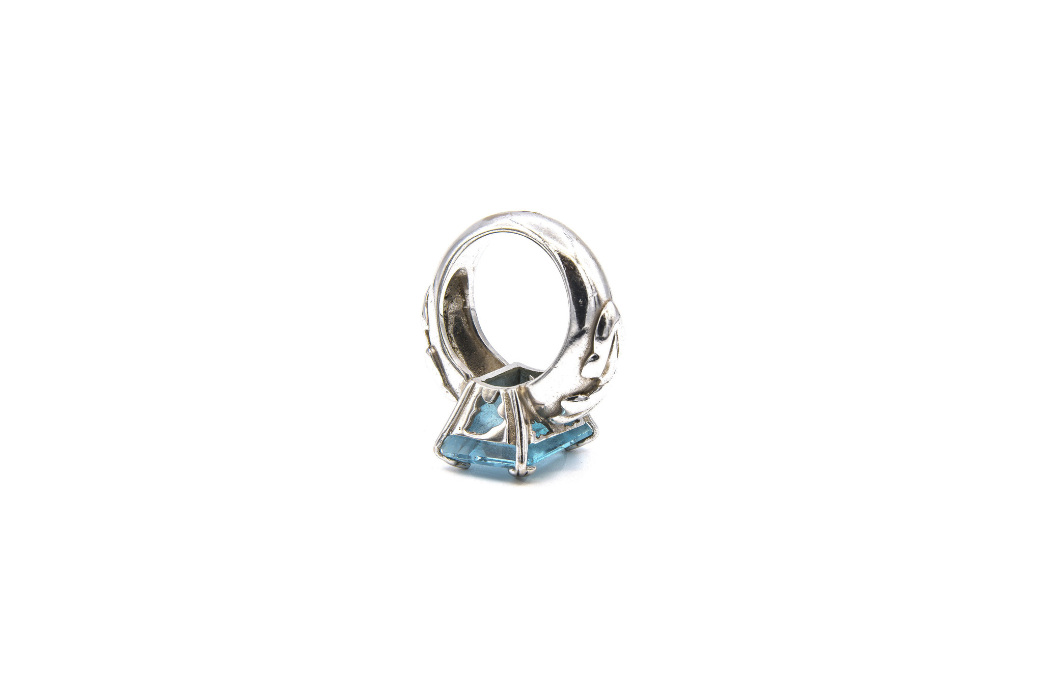 Ring met lichtblauwe steen witgoud-7