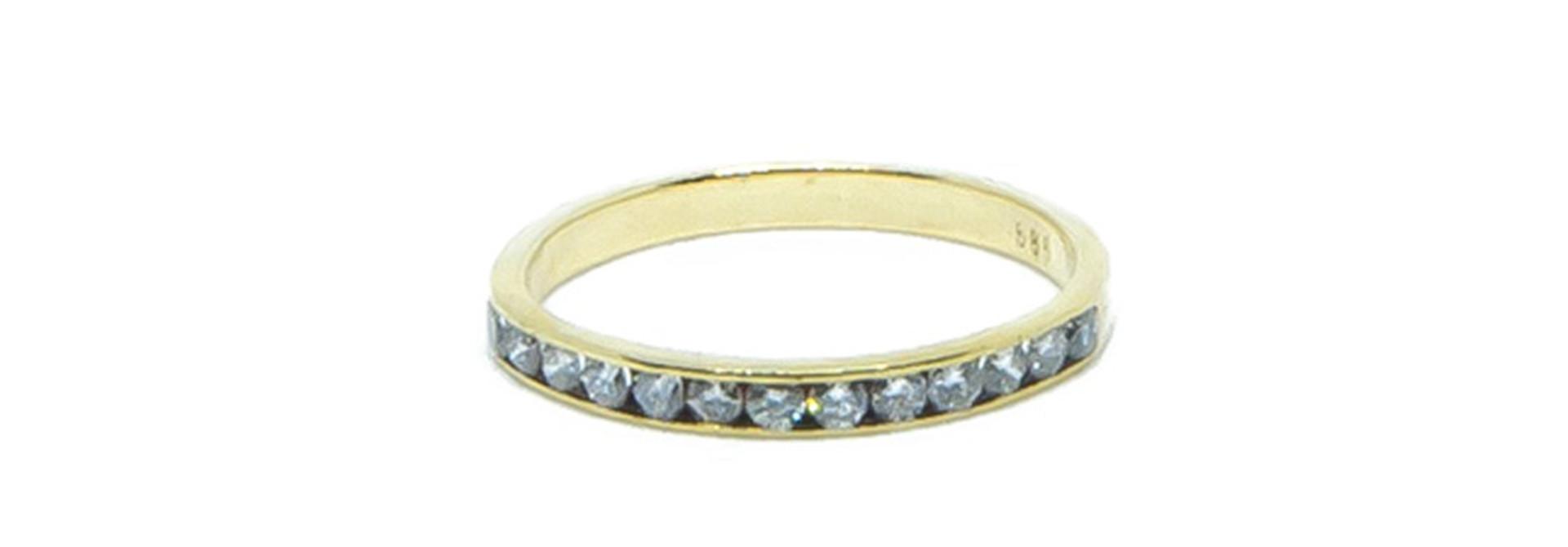 Ring met 1 rij diamantjes
