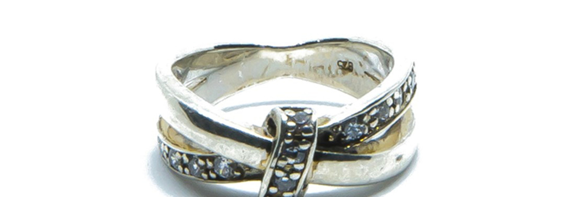 Ring met witte steentjes