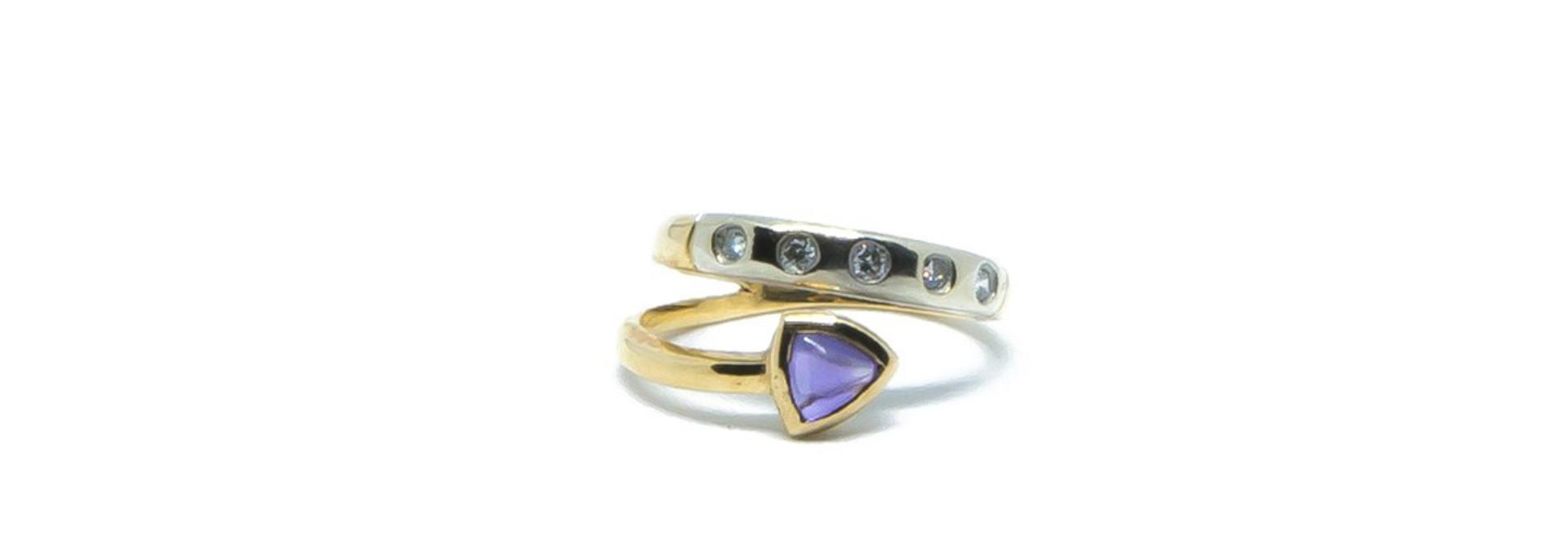 Ring bicolor met paars steentje en 5 diamantjes