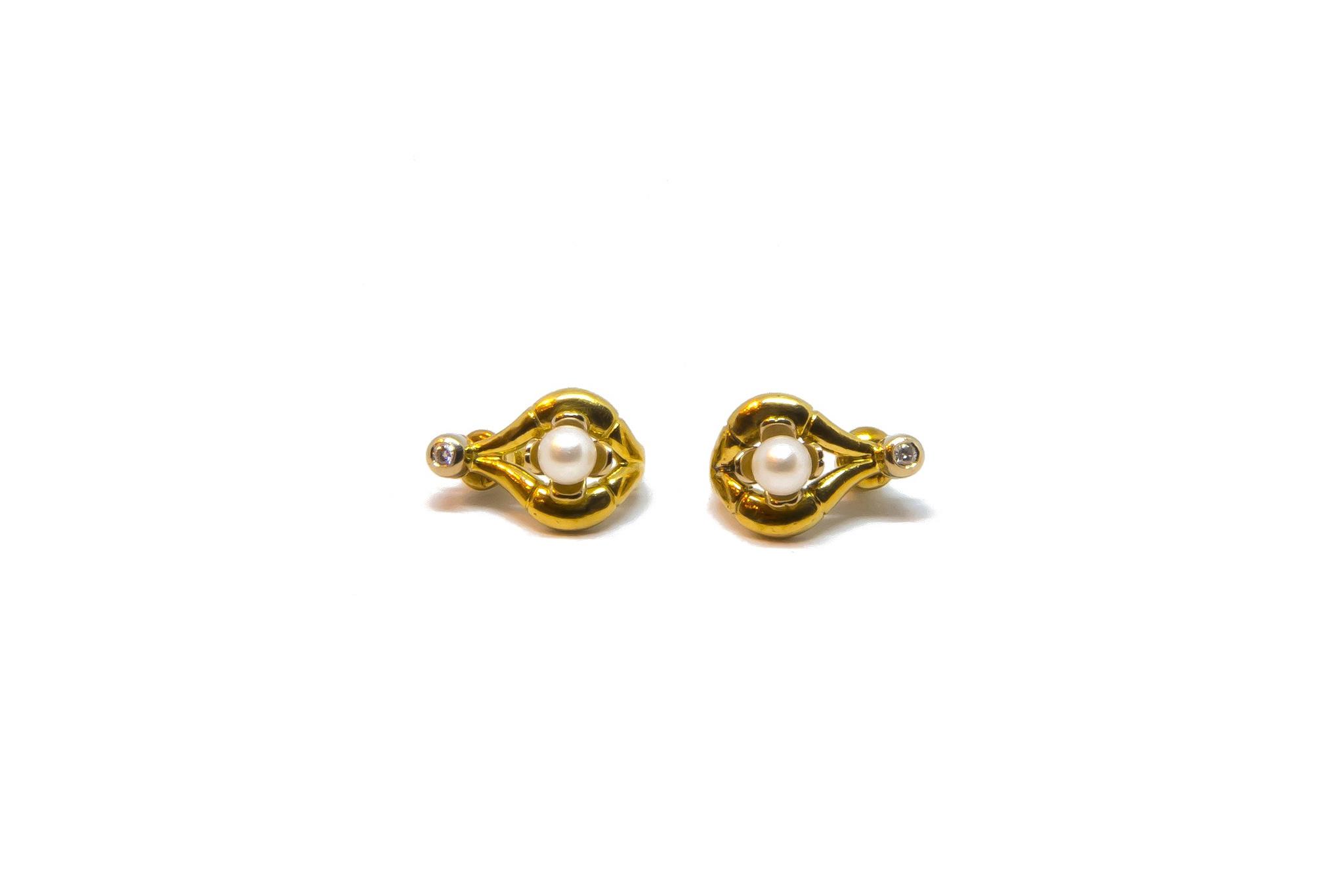Oorbellen boogjes met parel en diamant-1
