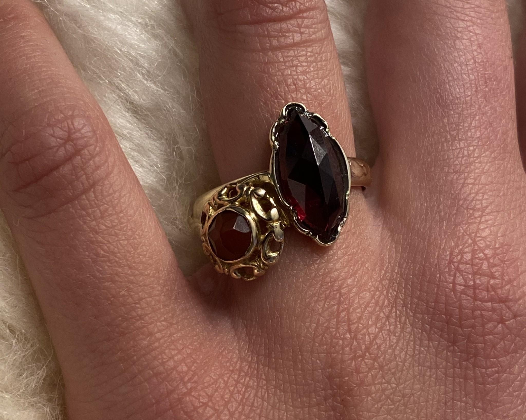 Ring samengesteld van 2 exemplaren met 2 donkerrode stenen-4