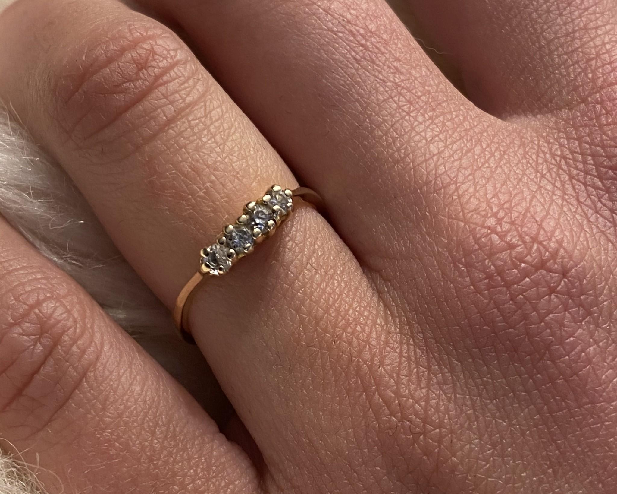 Ring met 4 zirkonia's ingezet-2