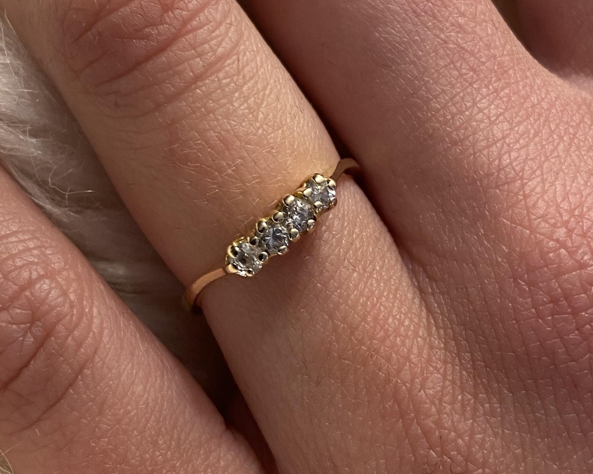Ring met 4 zirkonia's ingezet-4