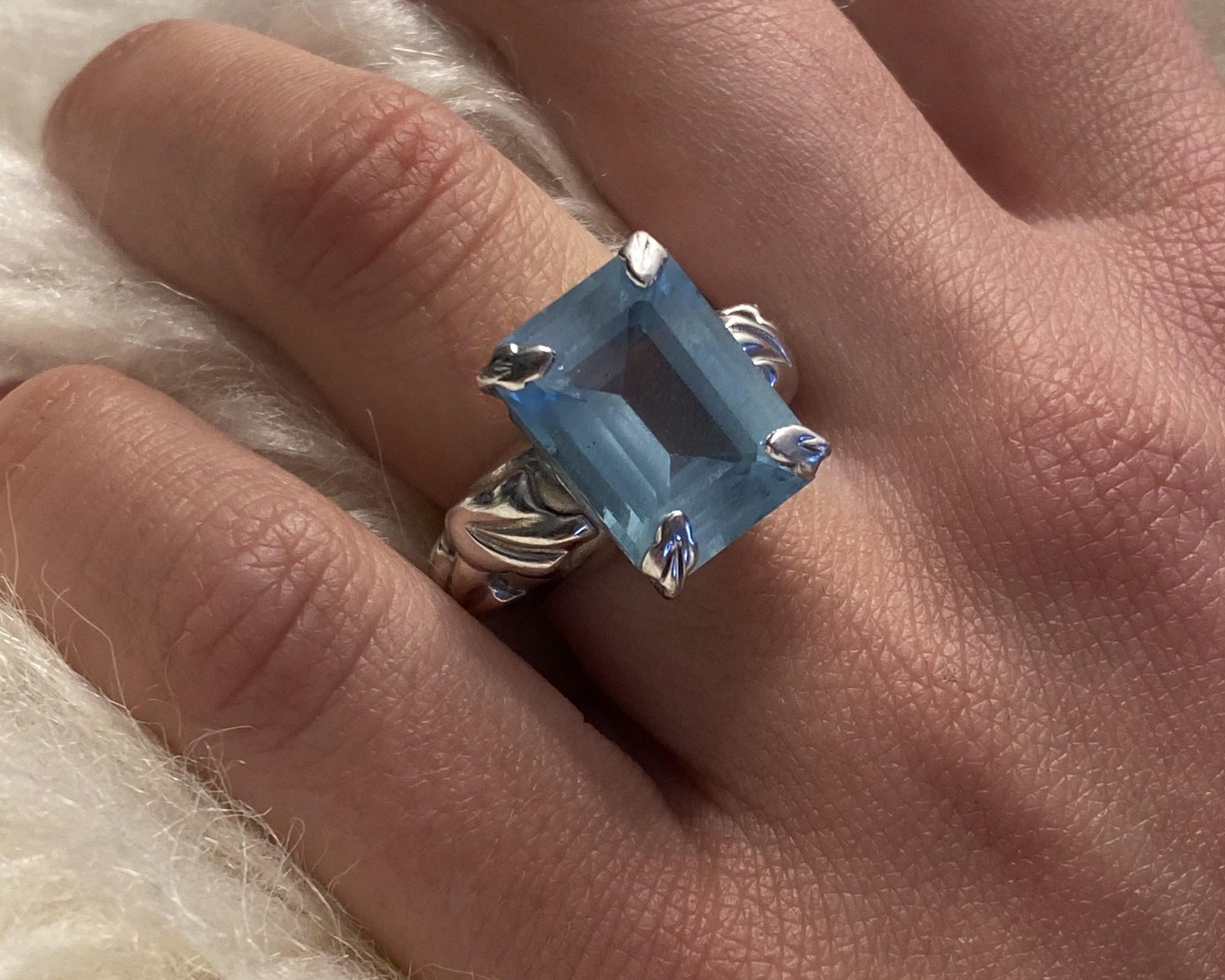 Ring met lichtblauwe steen witgoud-2