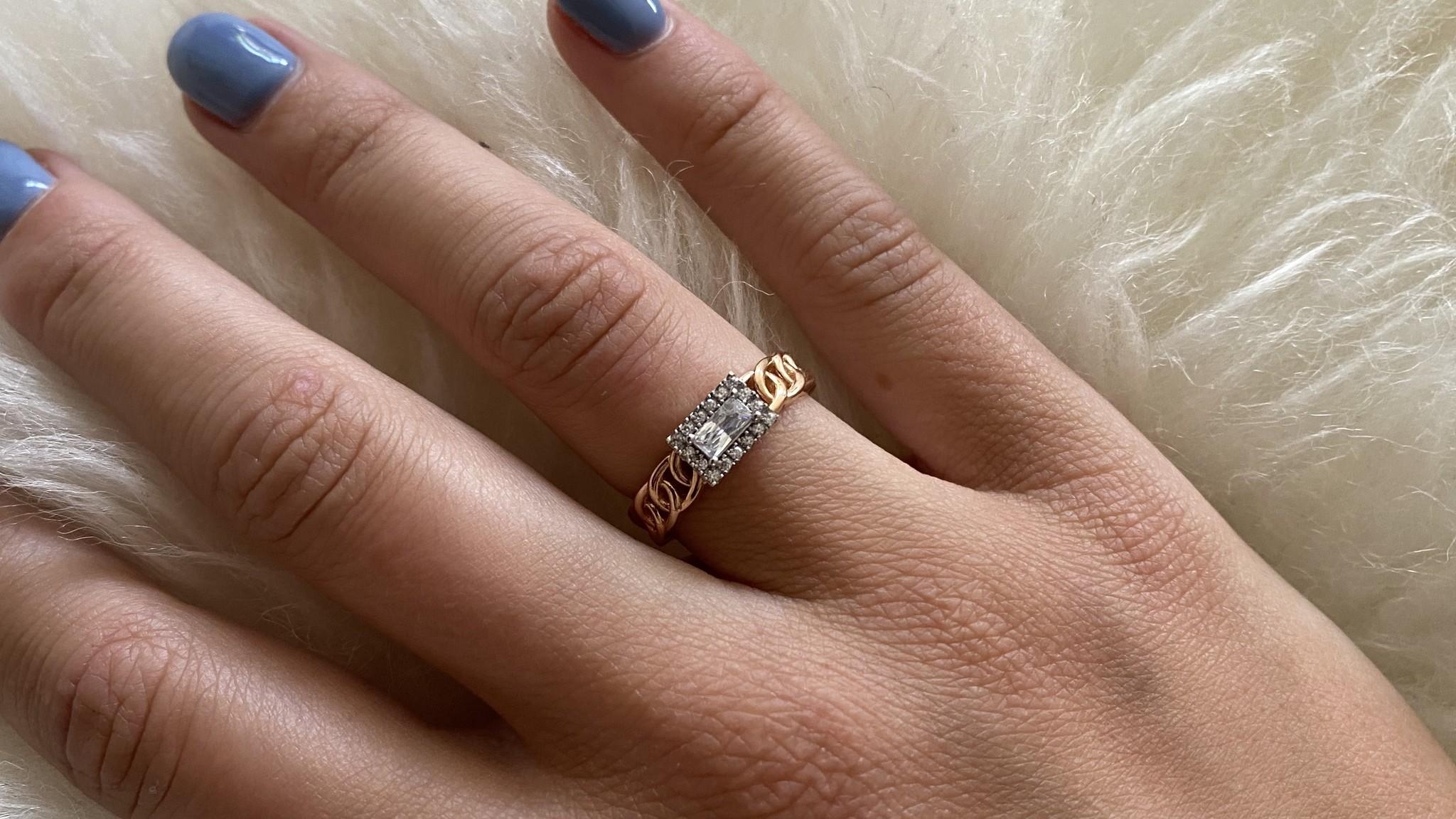 Ring rose schakel met vierkante witte steen bicolor-2