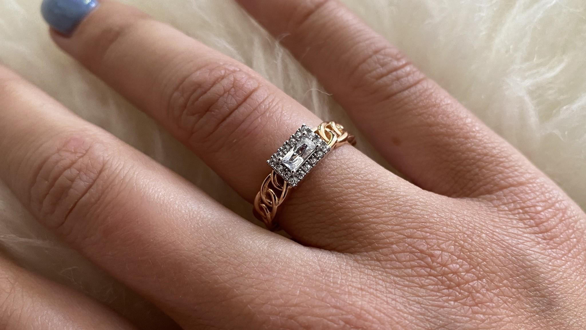 Ring rose schakel met vierkante witte steen bicolor-4