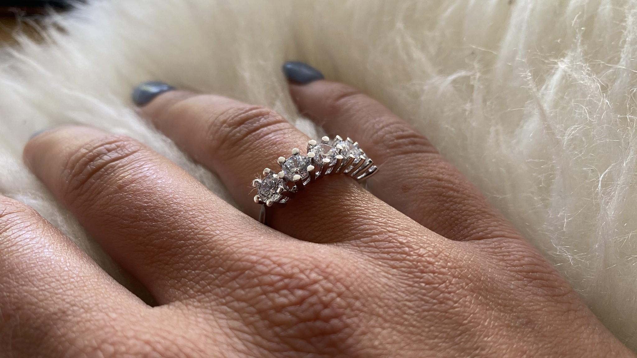 Ring met grote witte stenen witgoud-4