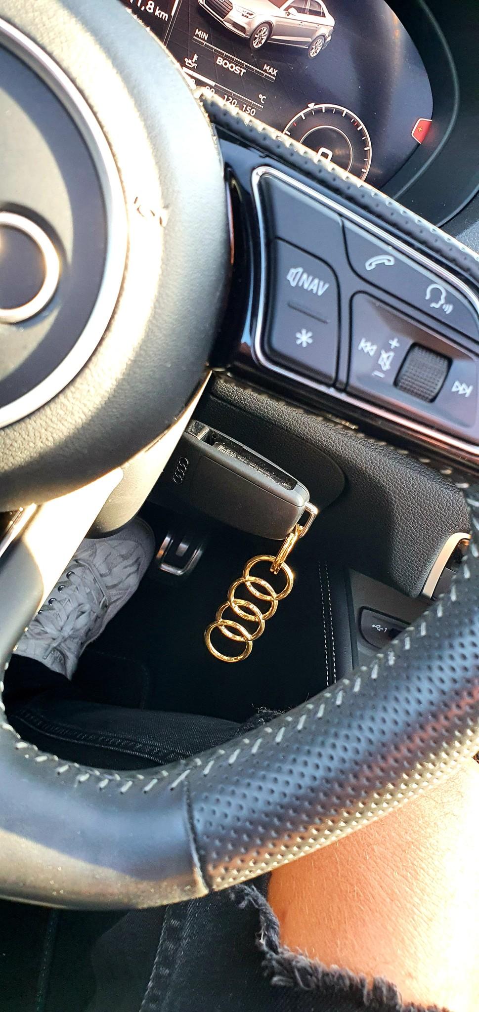 14 of 18 Karaat gouden Sleutelhanger met Audi logo-1