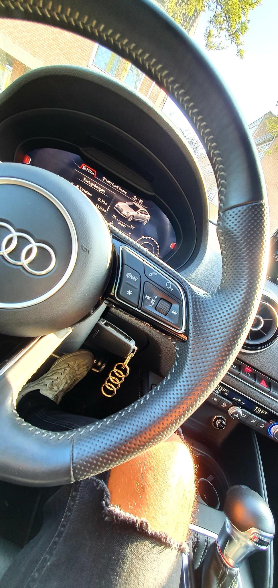 14 of 18 Karaat gouden Sleutelhanger met Audi logo-3