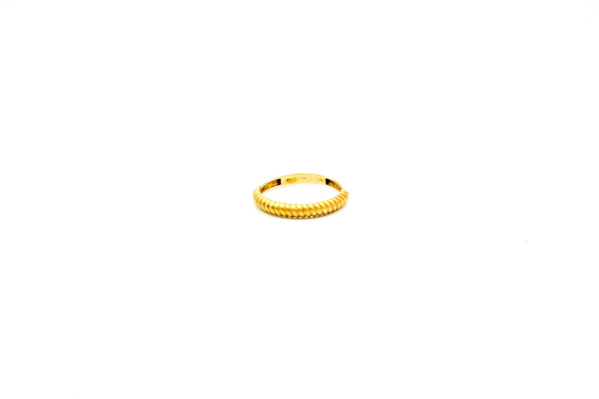 Ring met gematteerde boogjes-1