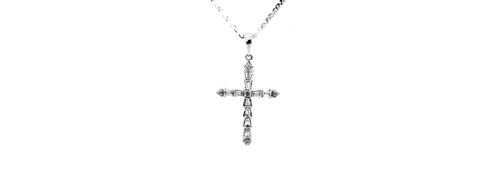 Hanger kruisje witgoud met diamantjes bicolor