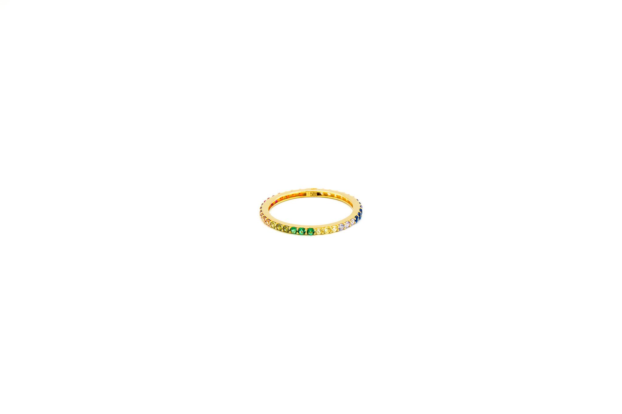 Ring ingezet met zirkonia's in regenboogkleuren-3