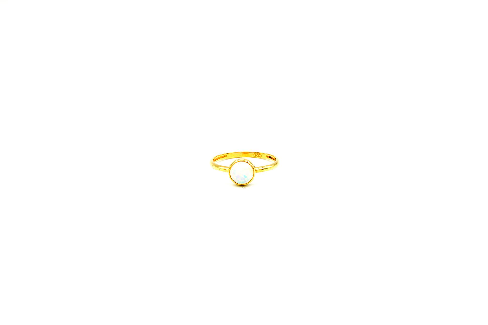 Ring met ronde witte Gilson opaal-1