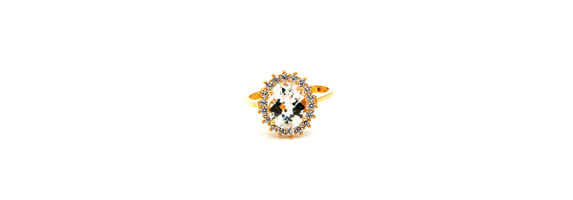 Ring solitair met rand van zirkonia's rondom