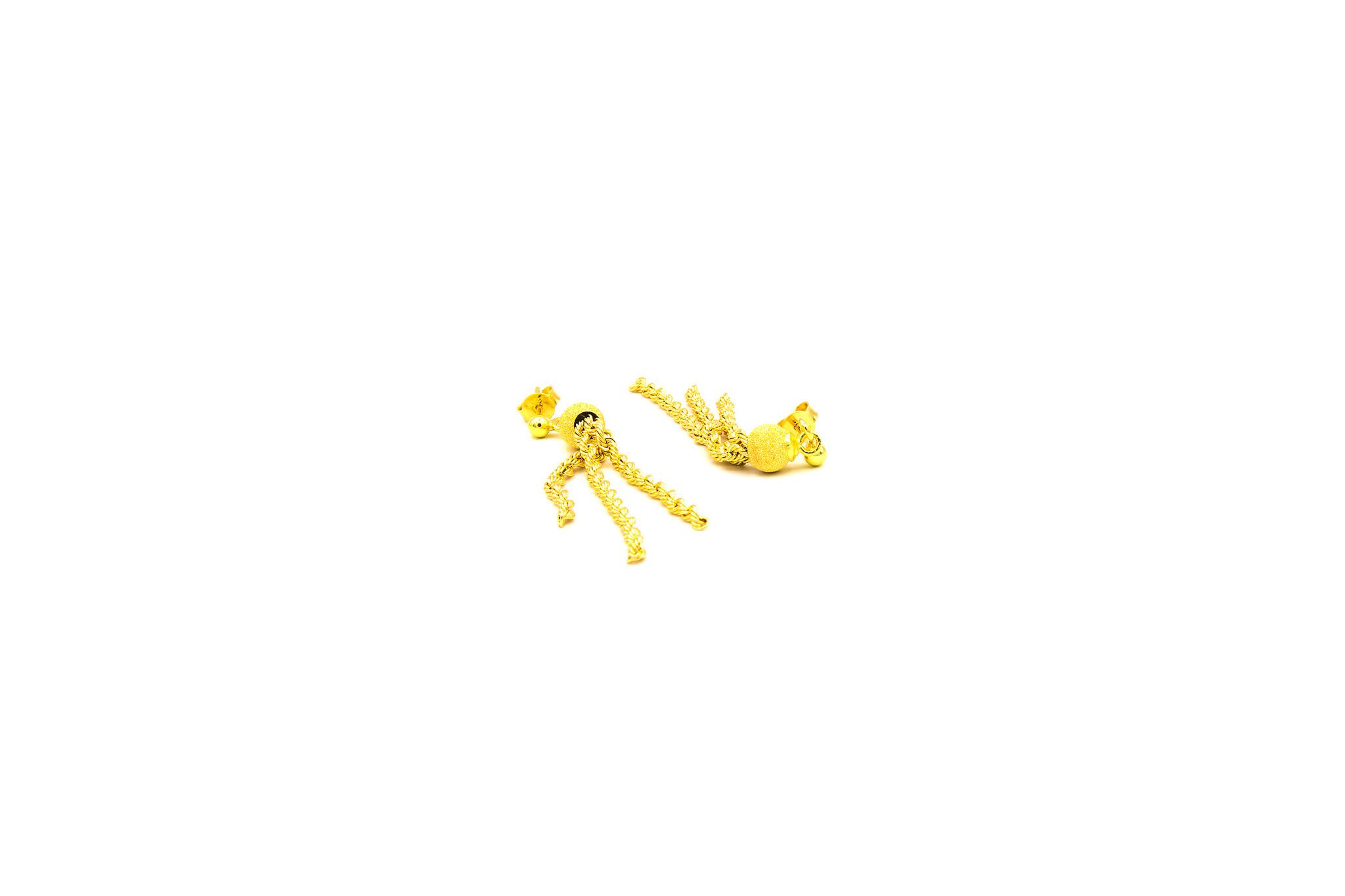 Oorbellen gematteerde balletjes met rope chain sliertjes-3
