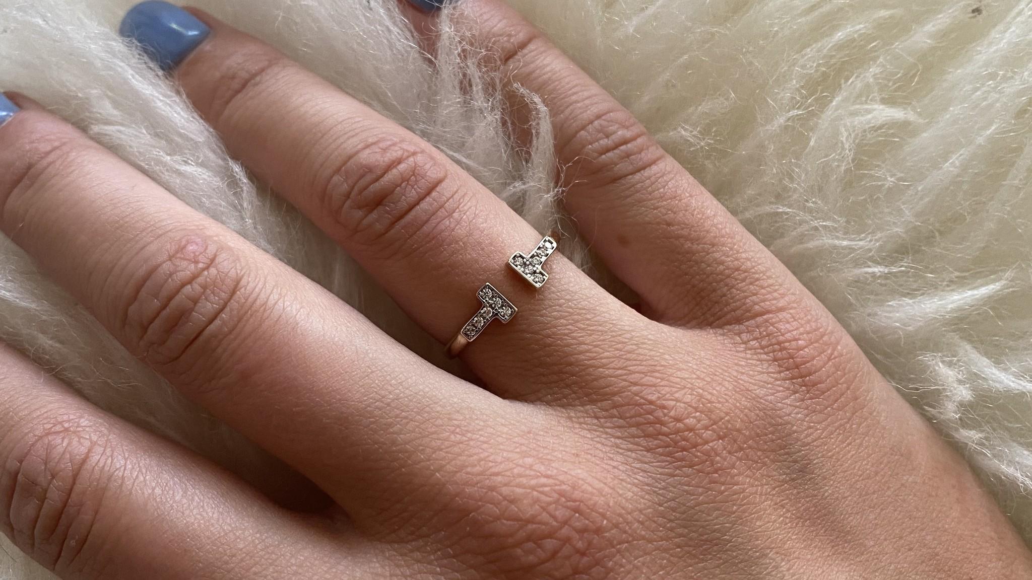 Ring met open afgeplatte scheen en zirkonia's-2