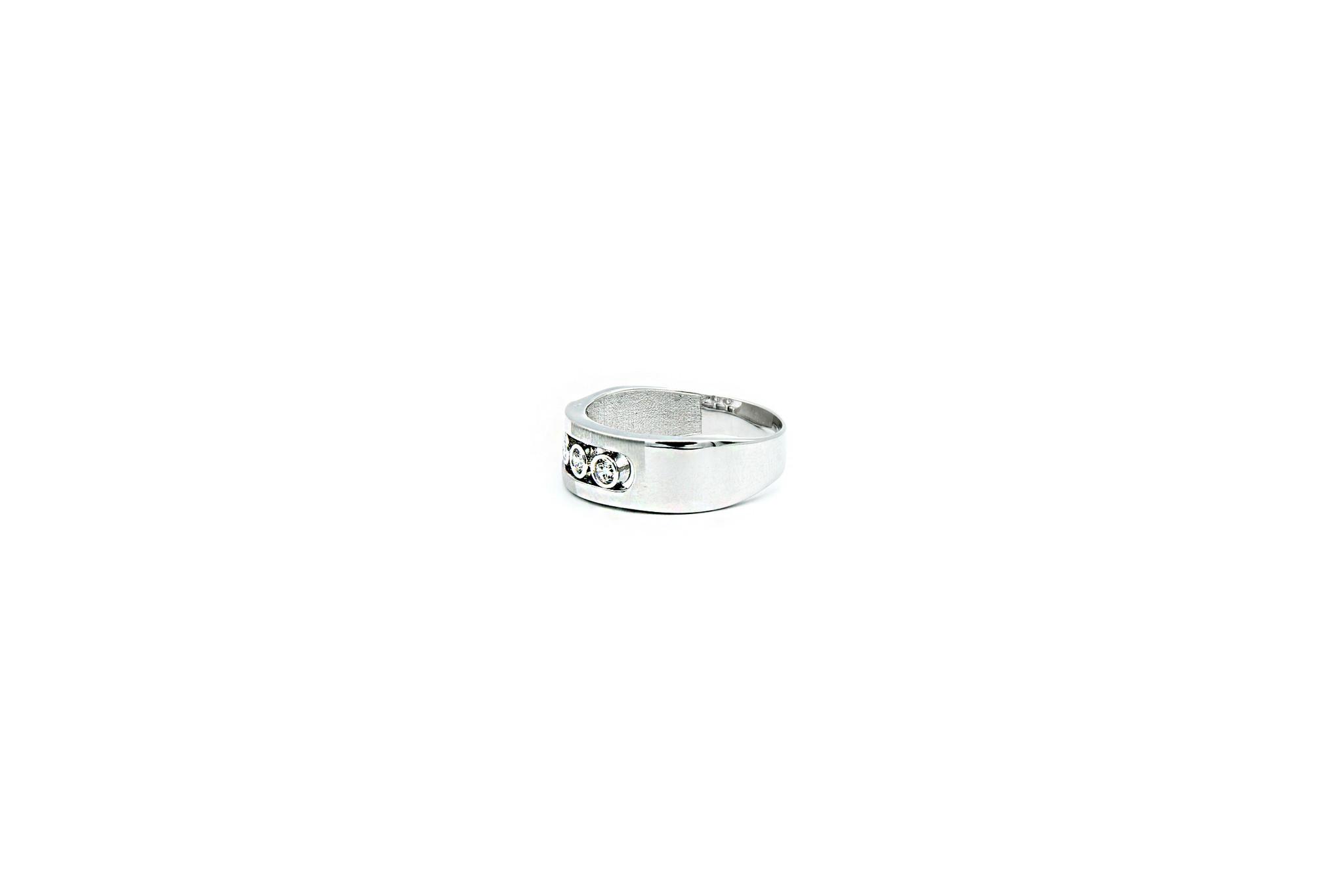 Ring witgoud met 3 schuifbare zirkonia's-3