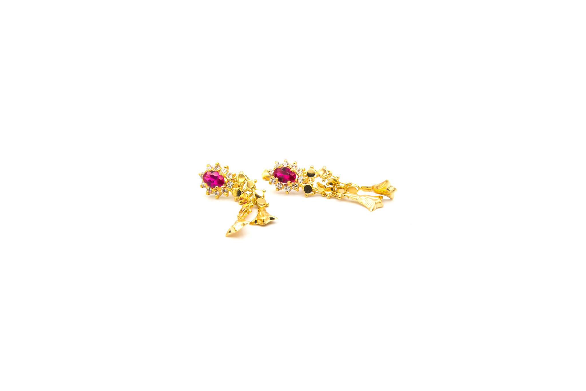 Oorbellen hangers met roze en witte zirkonia's-1