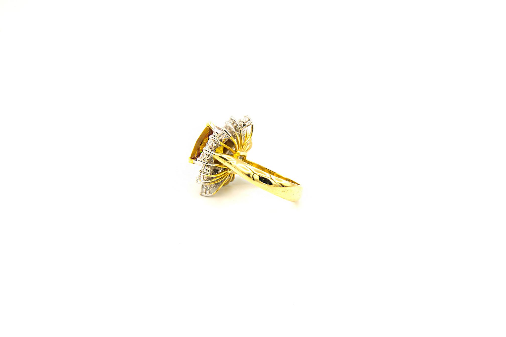 Ring met grote gele zirkonia en witte zirkonia's rondom-3