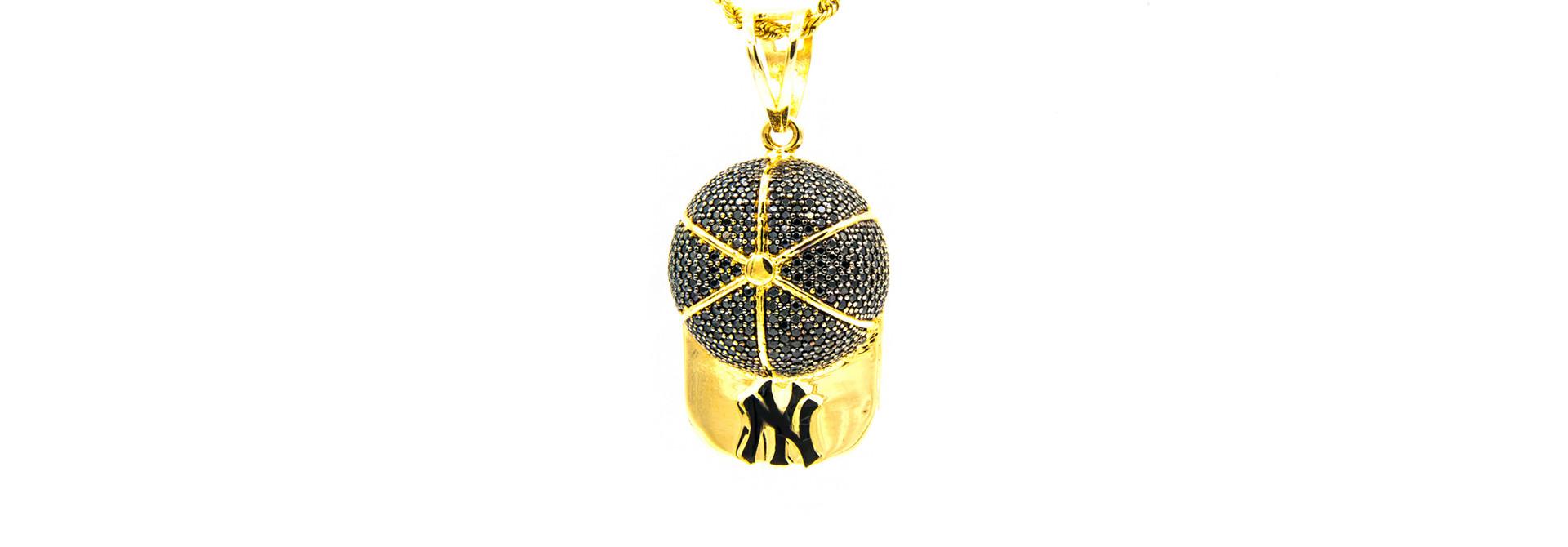 Hanger New York basketball pet, bezet met zwarte zirkonia's en zwarte emaille