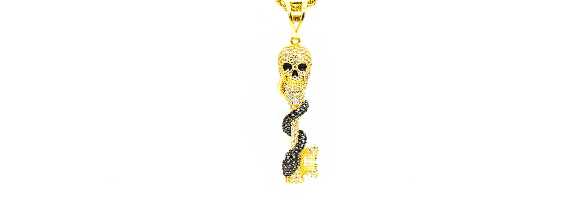 Hanger skull en slang bezet in 2 kleuren zirkonia's