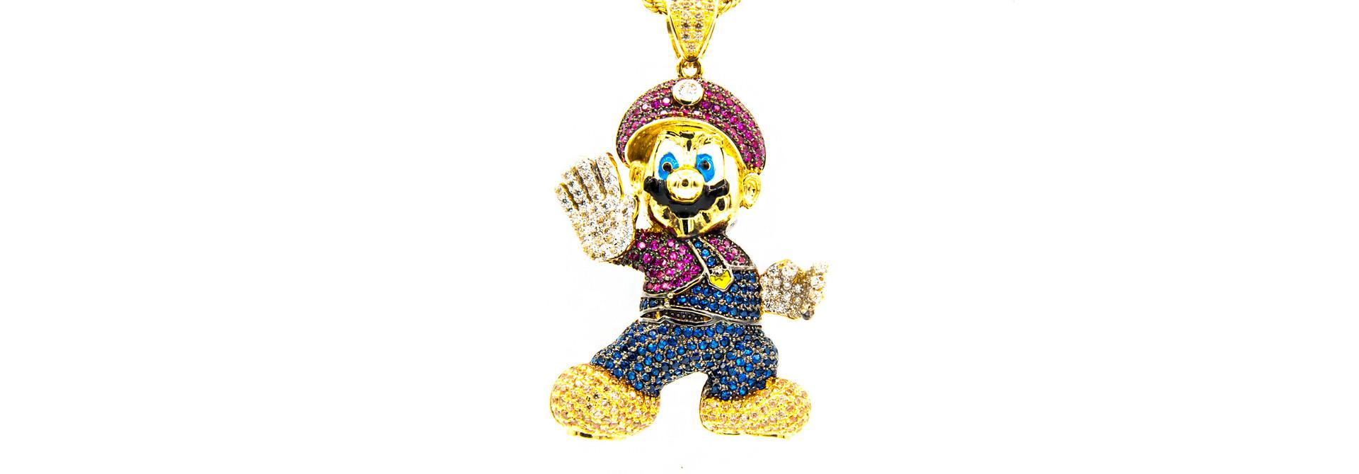 Hanger Mario bezet met 4 kleuren zirkonia's en emaille