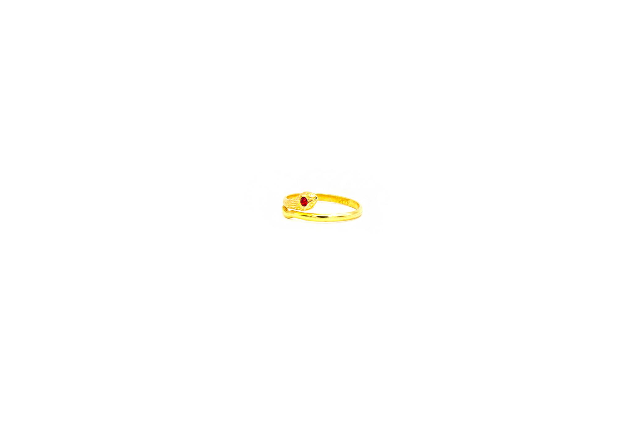 Ring met slang en rode zirkonia-3