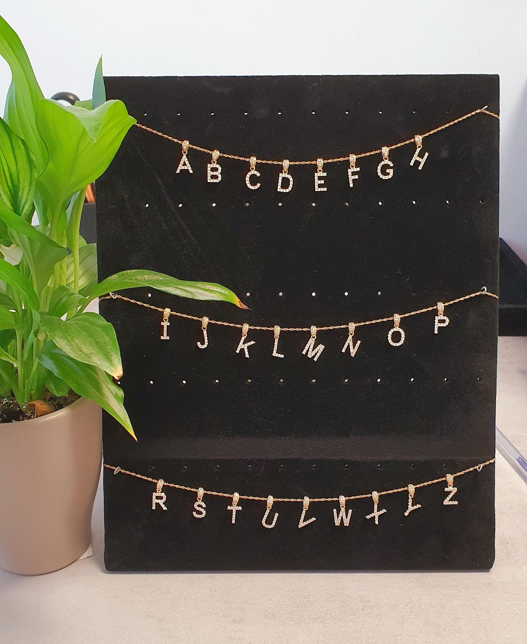 Hanger letter ingelegd met zirkonia's-1