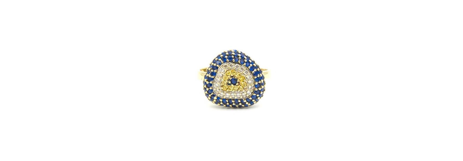 Ring met decoratie met drie kleuren zirkonia's