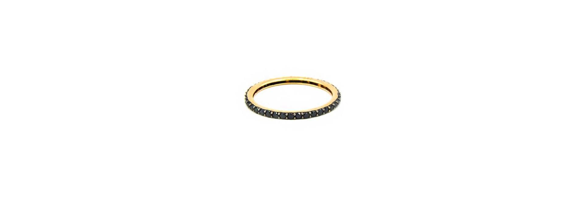 Ring volledig ingelegd met zwarte zirkonia's
