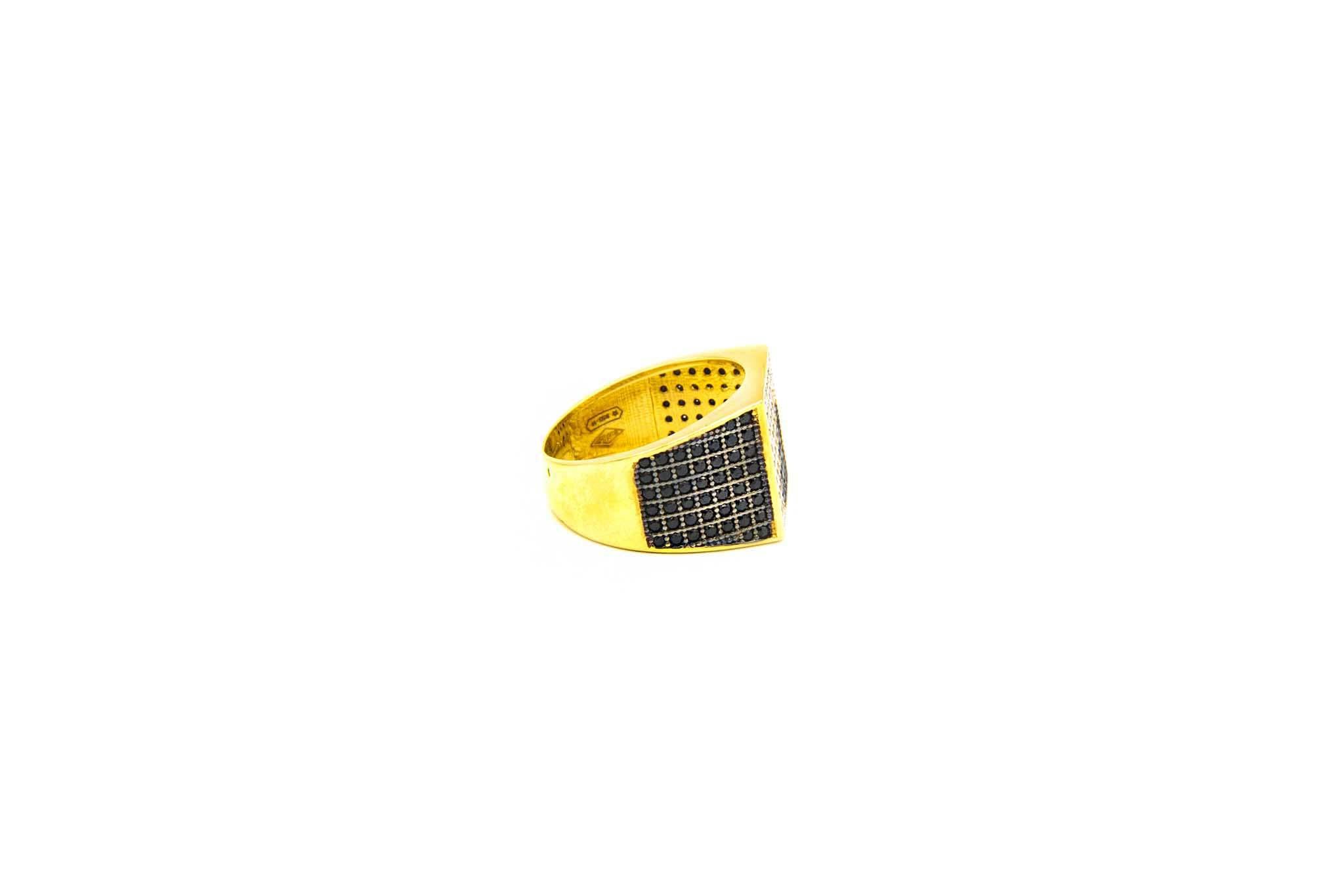 Ring met zegel ingelegd met diagonaal witte en zwarte zirkonia's-3