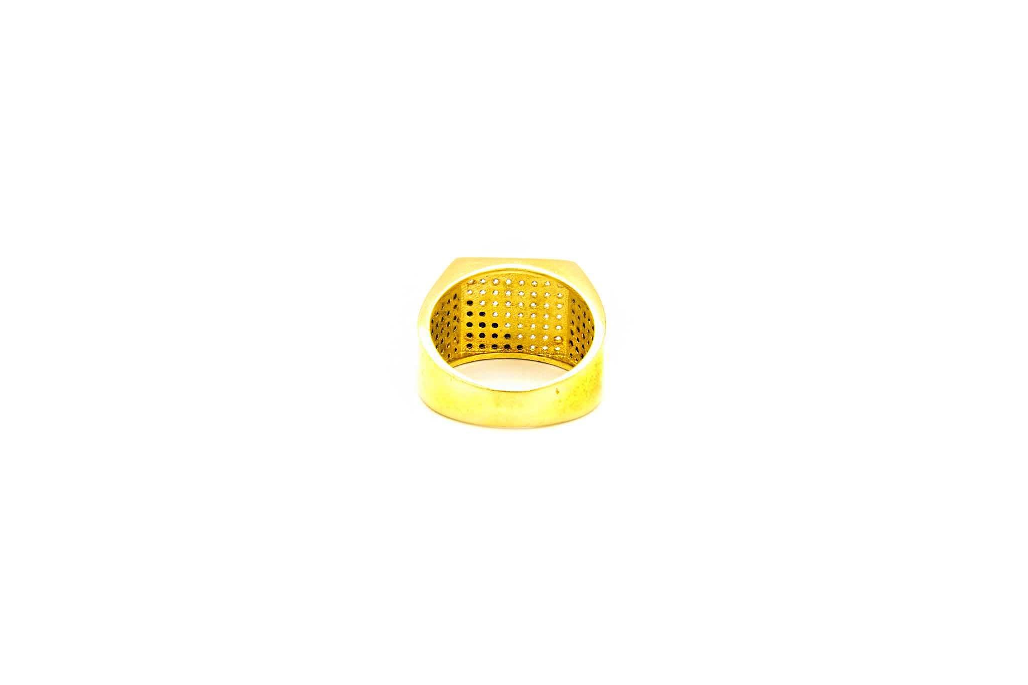 Ring met zegel ingelegd met diagonaal witte en zwarte zirkonia's-4