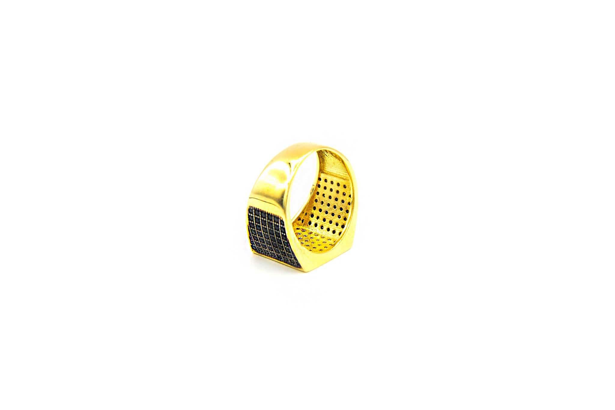 Ring met zegel ingelegd met diagonaal witte en zwarte zirkonia's-5