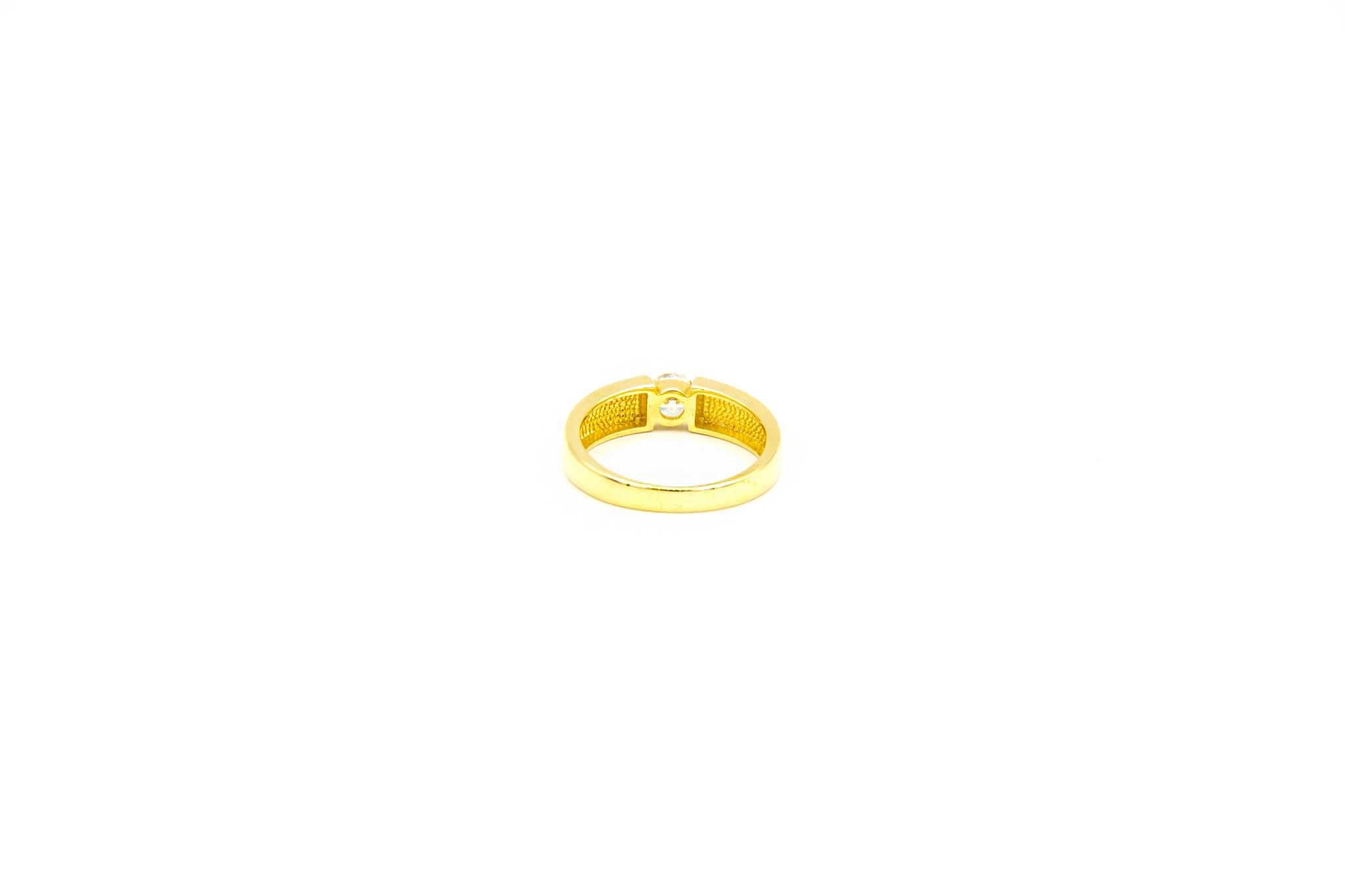 Ring met grote zirkonia in band-8