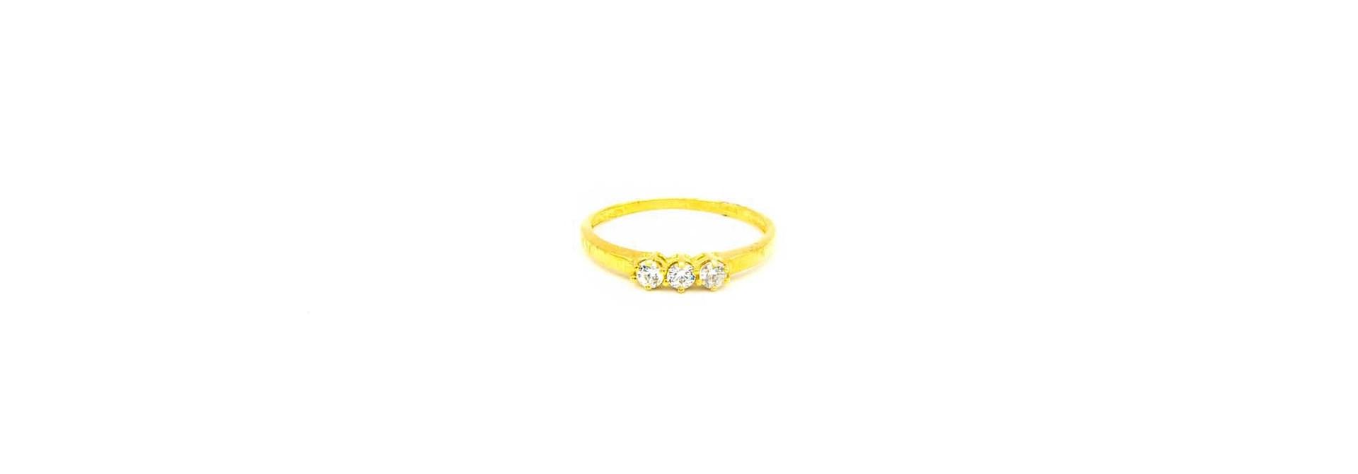 Ring met drie zirkonia's