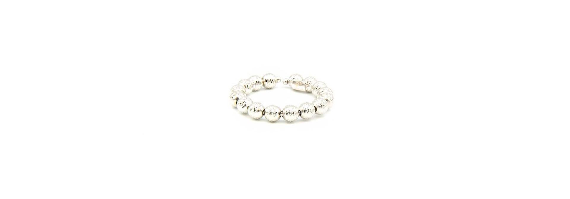 Ring witgoud met diamond cut balletjes