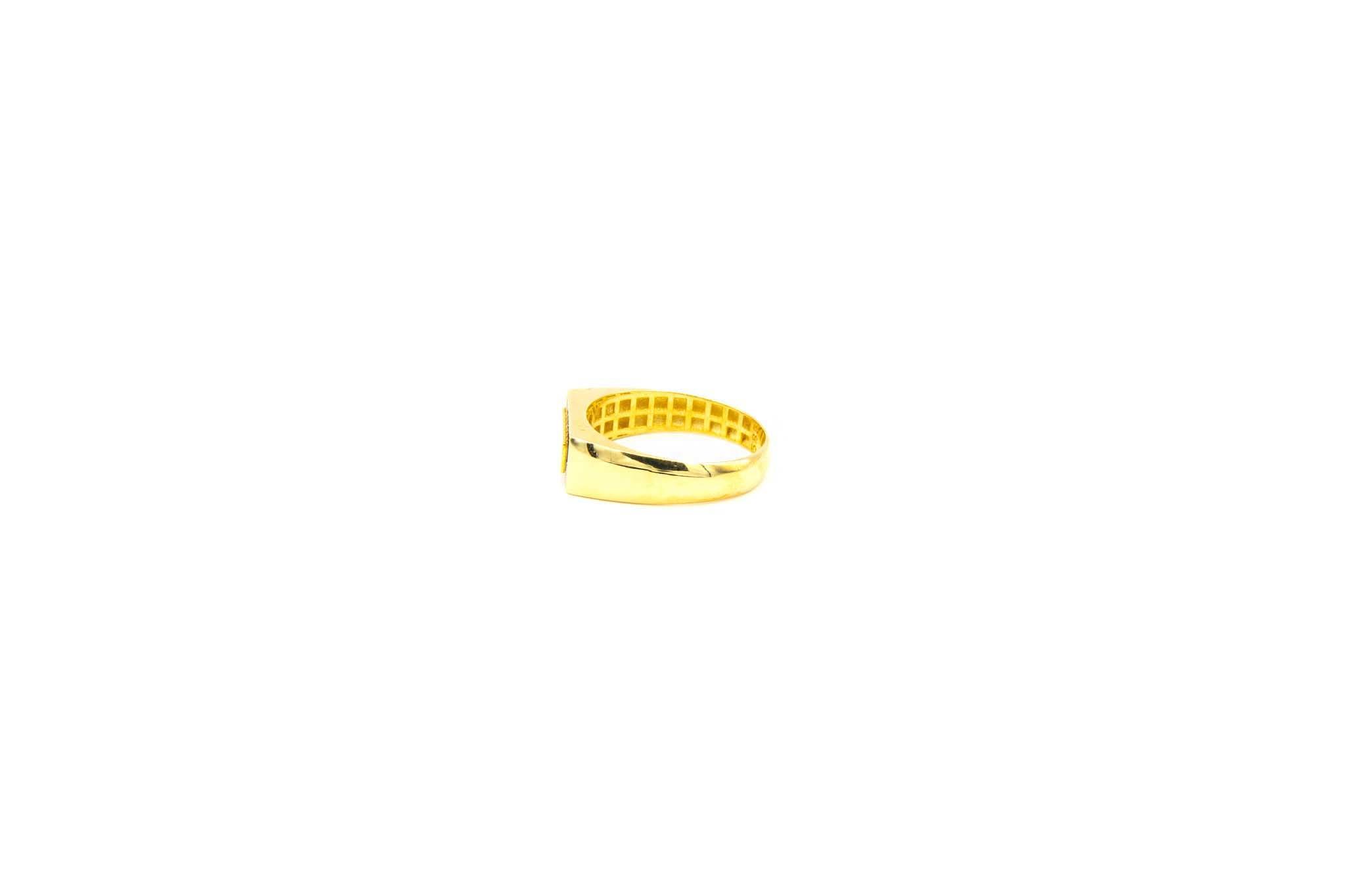 Ring met smalle zegel omlijst met zironia's-3