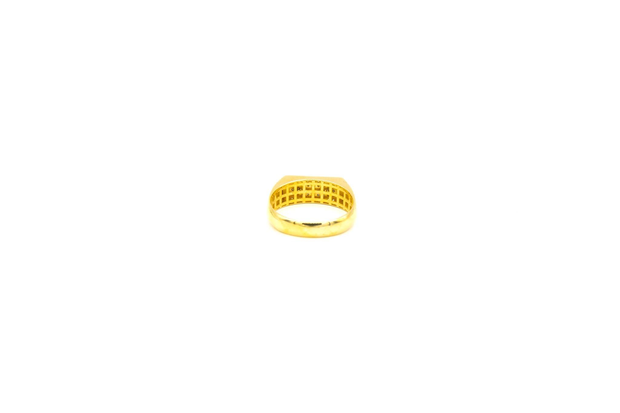 Ring met smalle zegel omlijst met zironia's-4