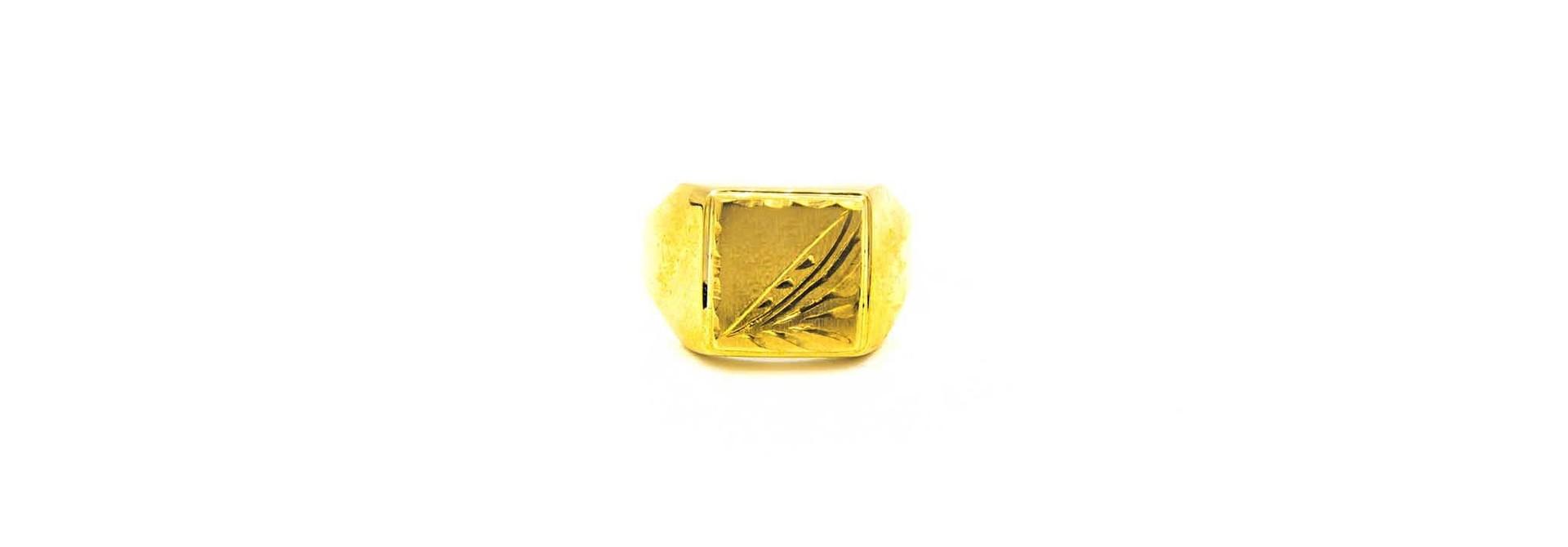 Ring met bewerkte zegel