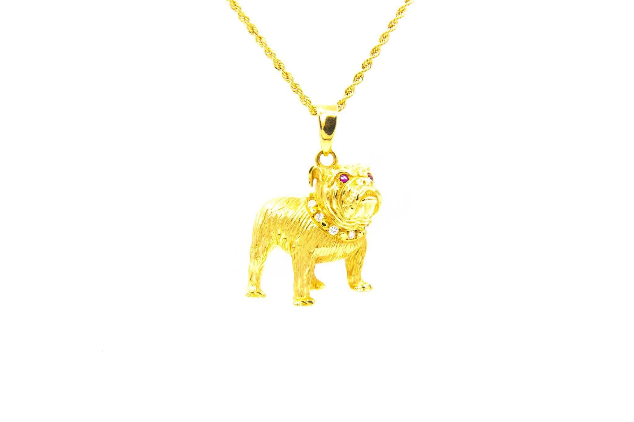 Hanger bulldog met diamanten halsband en robijnen ogen-1
