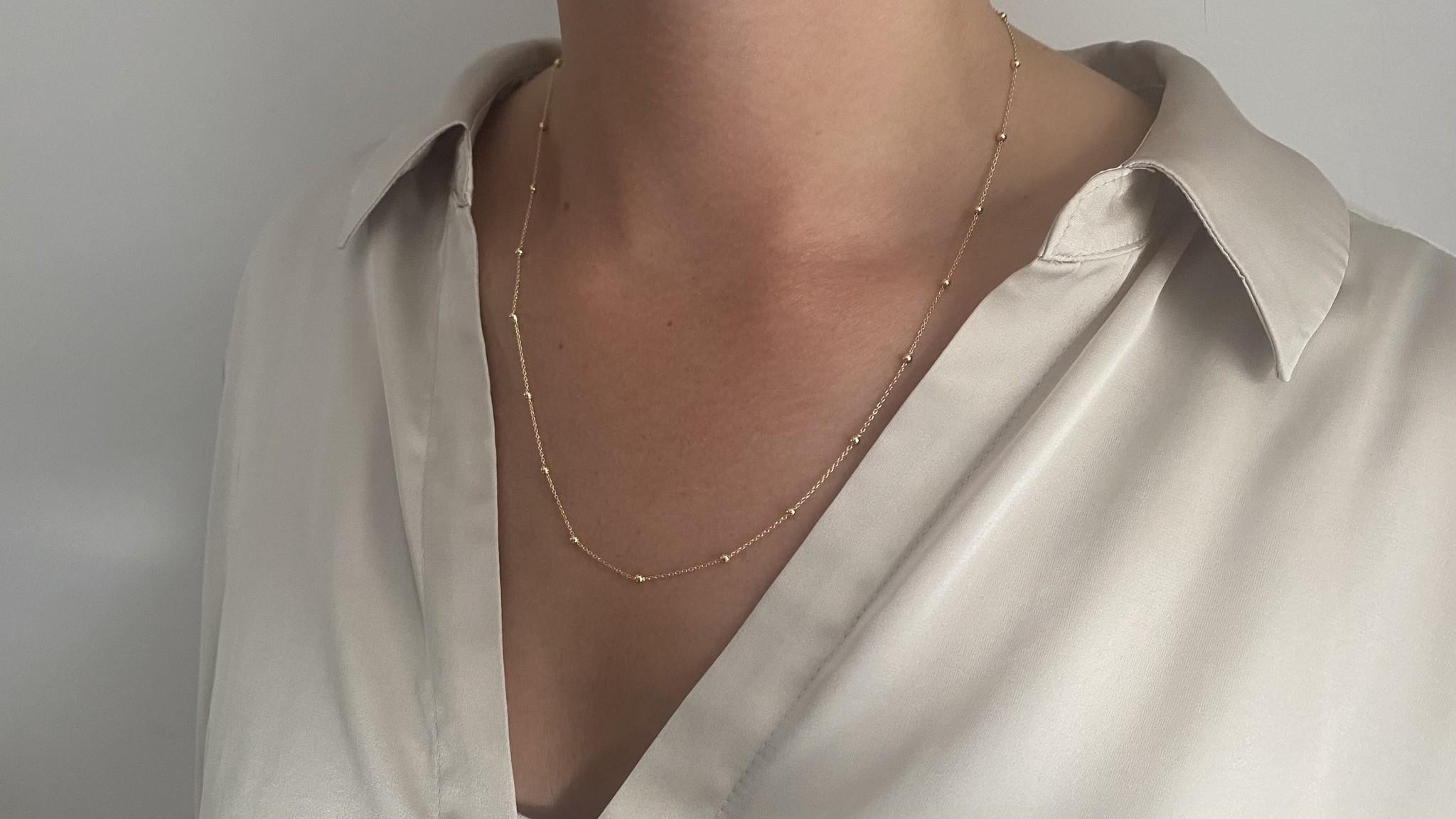 Ketting subtiele chain met balletjes-1