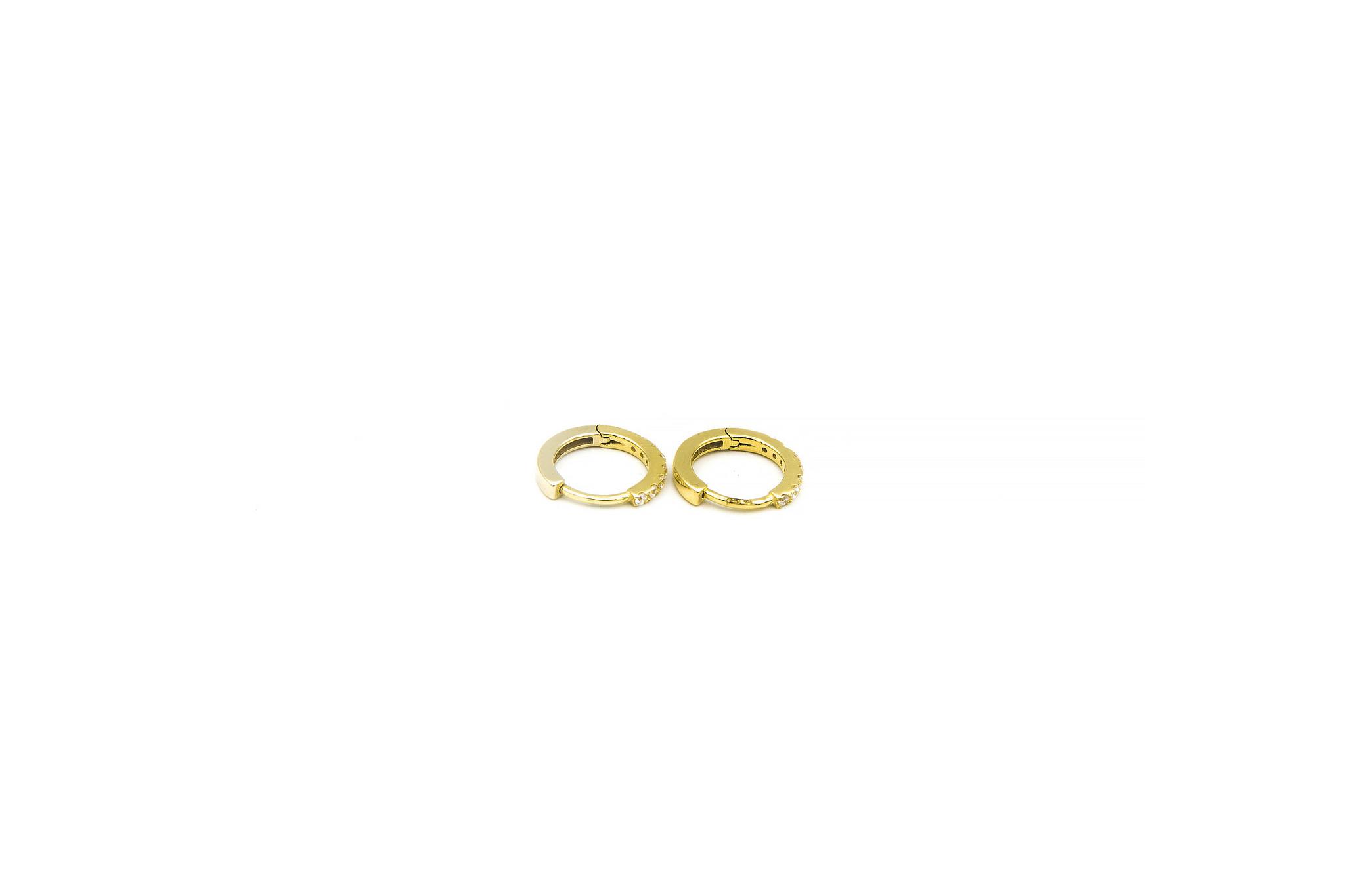 Oorbellen ringetjes, voor de helft bezet met zirkonia's-3