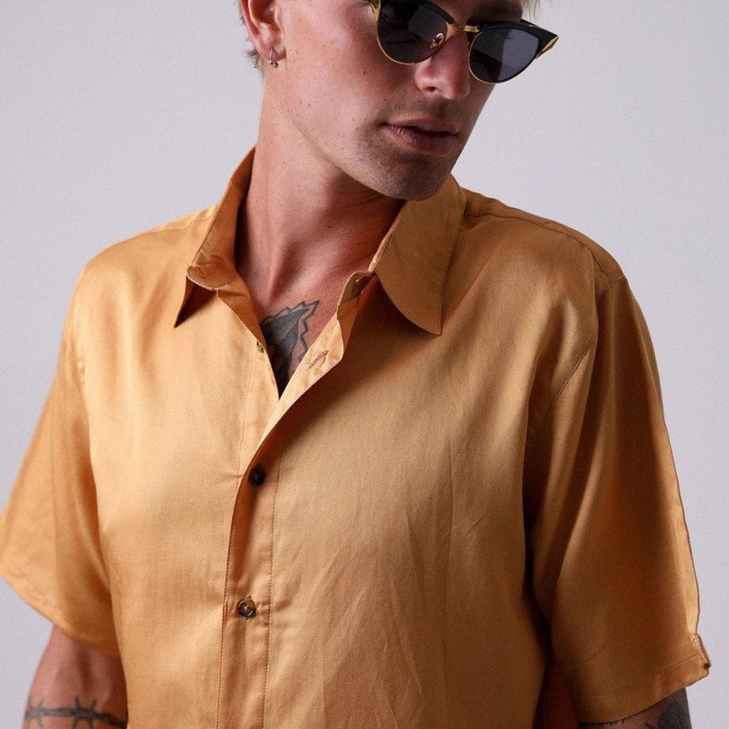 Afends Afends Holidayhemp Silk Shortsleeve Shirt Honey Yellow