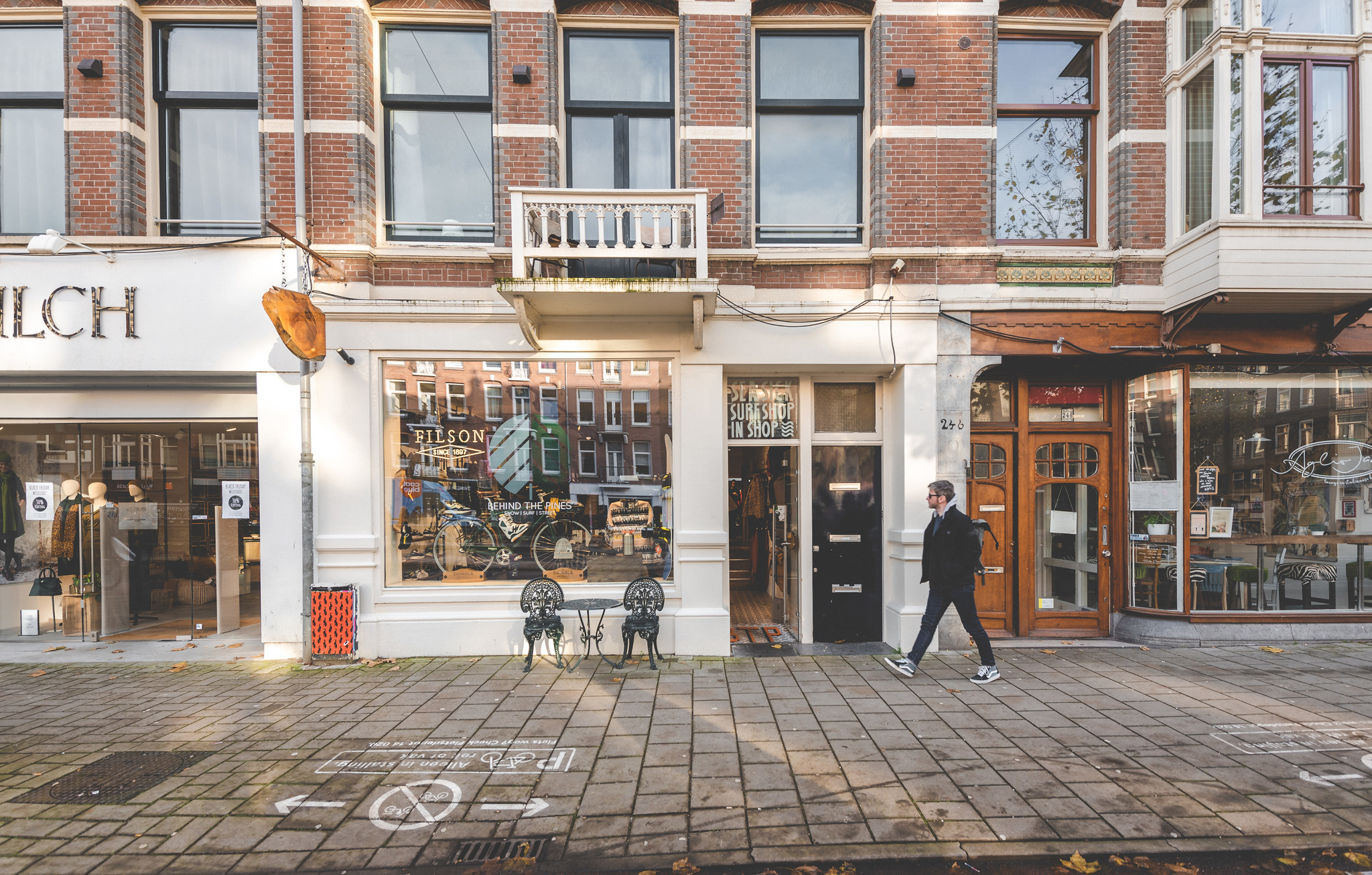 behind-the-pines-amsterdam-snowboard-shop