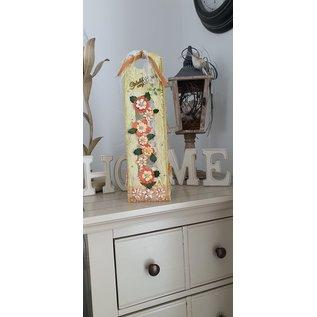 Cart 'n Scrap Art DIY  Kadoverpakking voor een  fles met bloemen