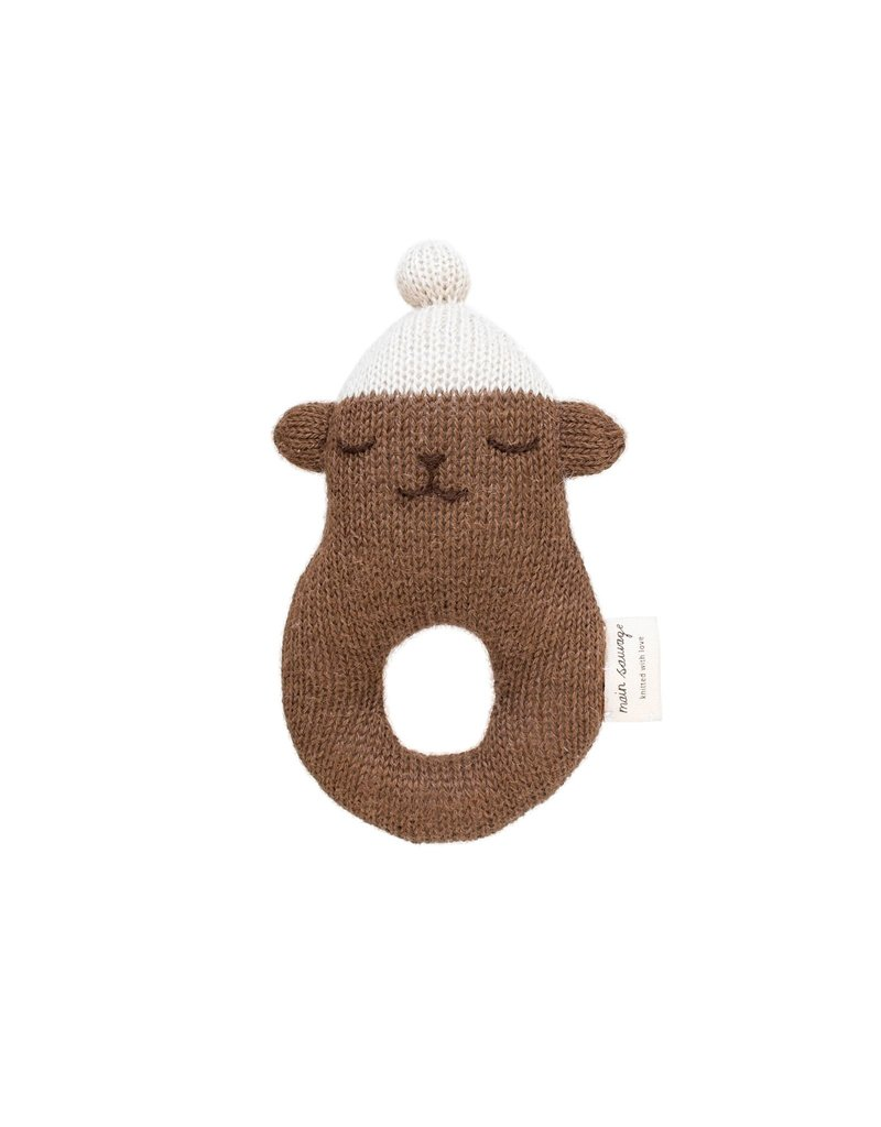 Main sauvage Rattle teddy, brown with white beanie